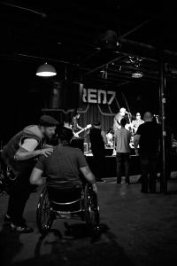 Chris von Nowherebound nud ich vor dem Konzert im Red 7 - Foto: Anna Spindelndreier