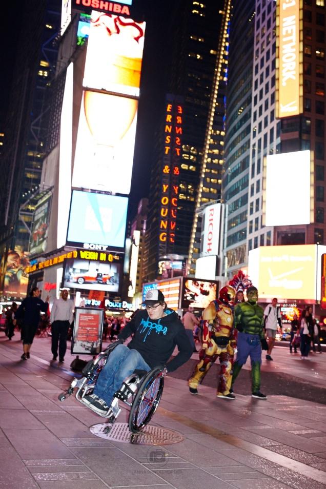 Beim skaten am Times Square kommt es schonmal vor, dass Hulk und Ironman händchenhaltend vorbei kommen - Foto by Anna Spindelndreier