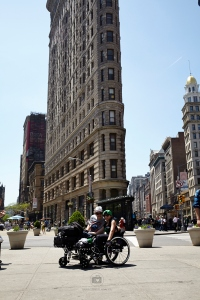 Unser erstes Touri Foto in New York, am Flatiron Building - Foto: Anna Spindelndreier