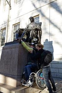 Mit Hilfe von Steve konnte ich auch mal Mr. Harvards Schuhe putzen - Foto: Anna Spindelndreier