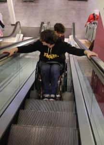 Auch Rolltreppe fahren muss gelernt sein